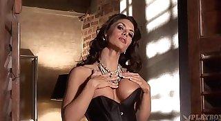 Vanessa Wade sexy milf stripping